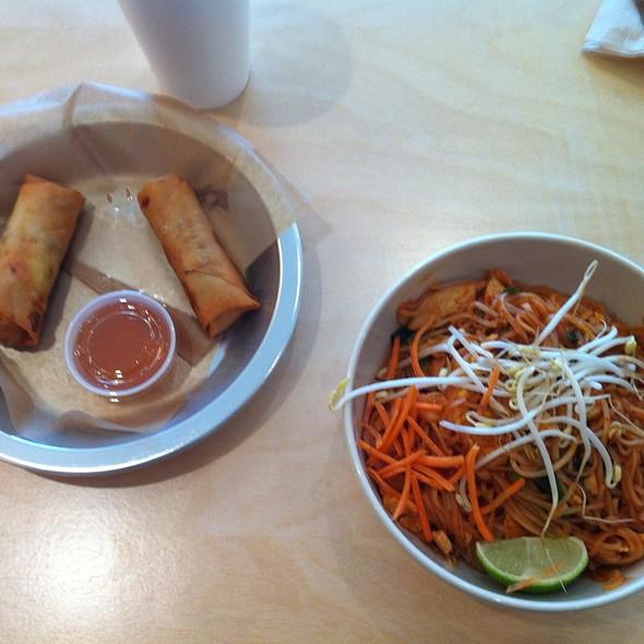 Chicken Pad Thai @ Tin Drum Asia Cafe