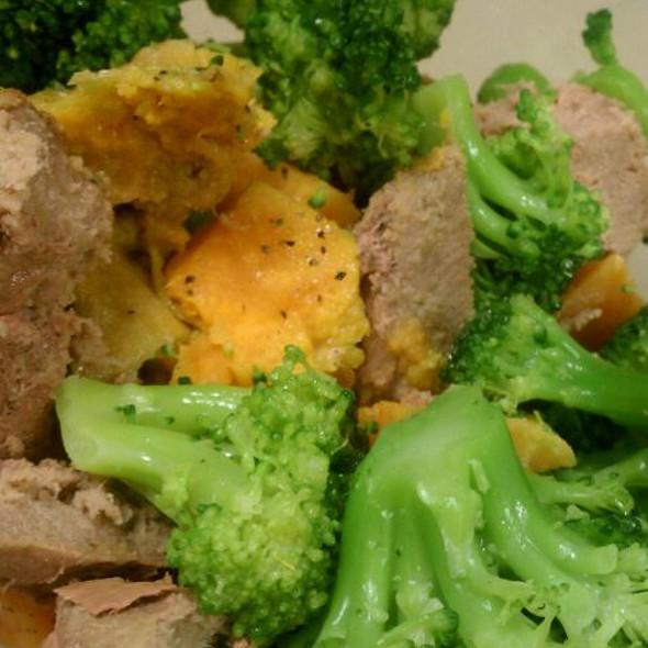 Turkey Burgers, Sweet Potatoes & Broccoli @ Work Lunch