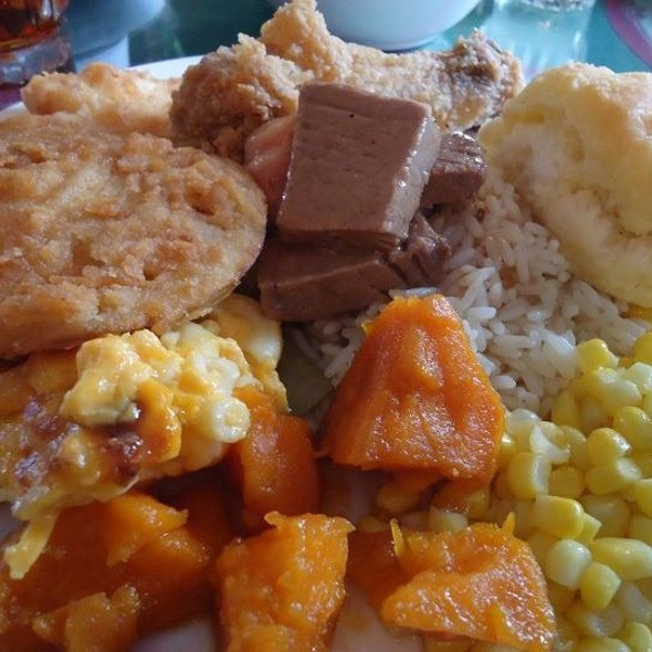 Southern Style Country Buffett @ Blue Willow Inn Restaurant