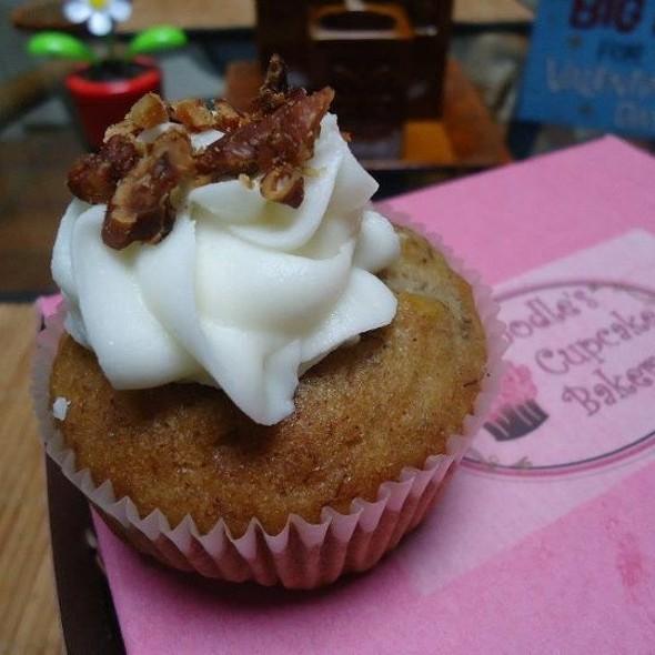 Hummingbird Cupcake @ Doodle's Cupcake Bakery