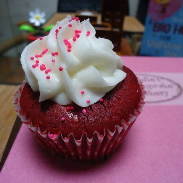 Red Velvet Cupcake @ Doodle's Cupcake Bakery