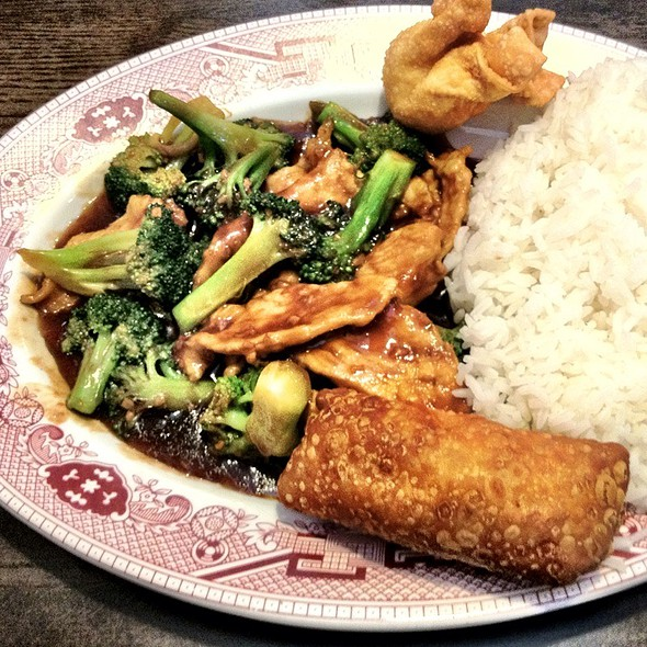 Chicken & Broccoli @ Golden Hunan
