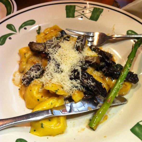 Cheese Ravioli With Mushroom Sauce @ Olive Garden