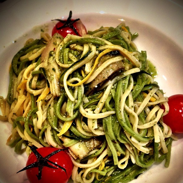 Egg And Spinach Tagliolini With Artichoke, Fresh Cherry Tomato And Pesto Sauce.  @ Walt's Cafe
