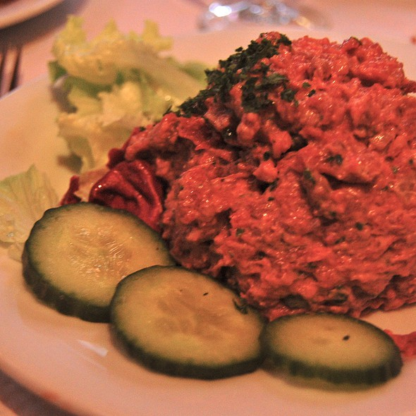 steak tartare @ Chez Paul