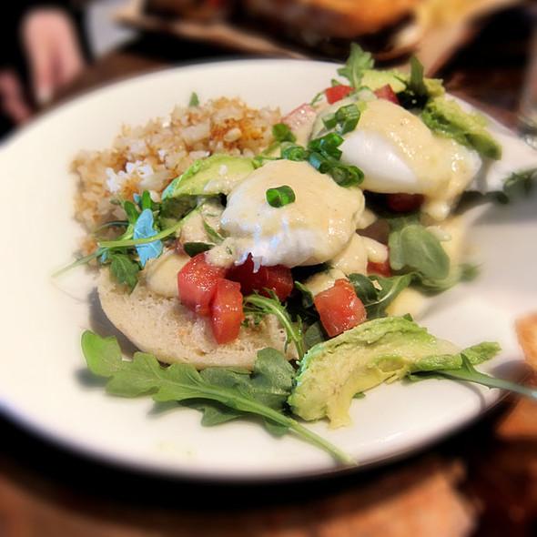 Eggs Florentine @ Grove Cafe