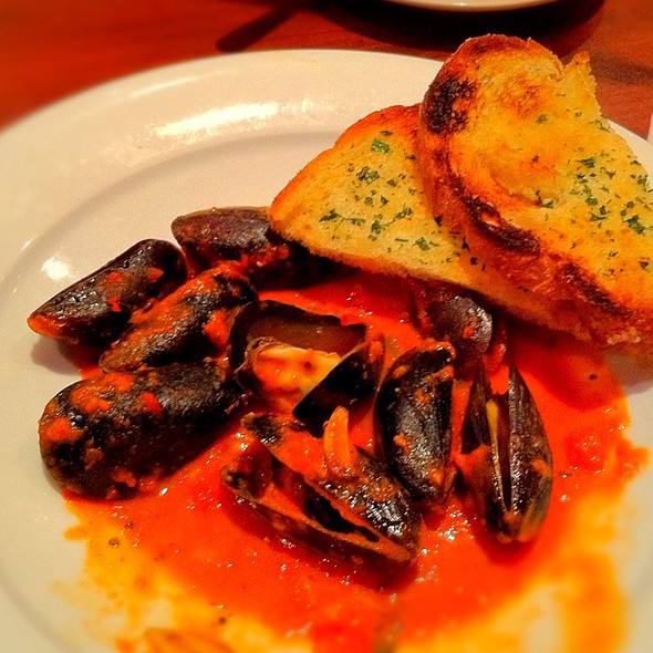 Steamed Mussels @ Penne Pomodoro