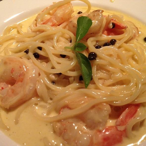 Spaghetti Con Gamberi E Peperoni Verdi @ Enoteca Osigo