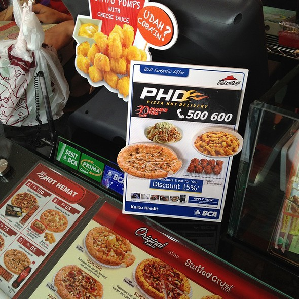 Pizza Pasta Chicken Salad  @ Phd Jemur Sari - Pizza Hut Delivery