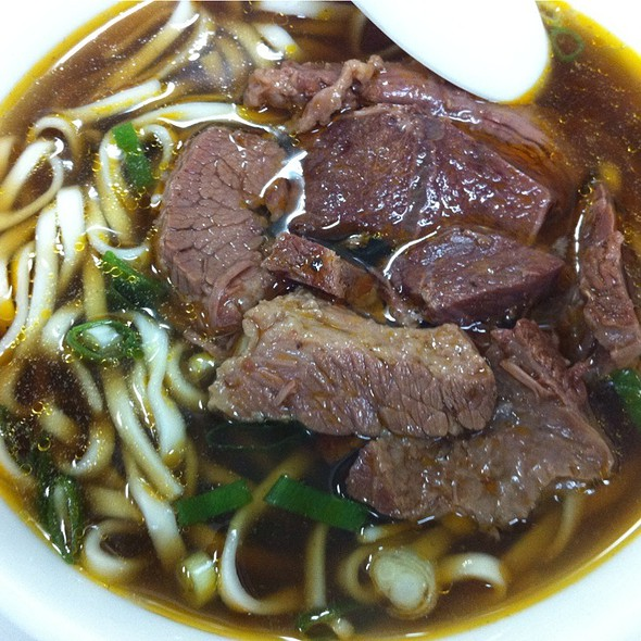 Spicy Beef Noodle Soup @ 桃源街牛肉麵