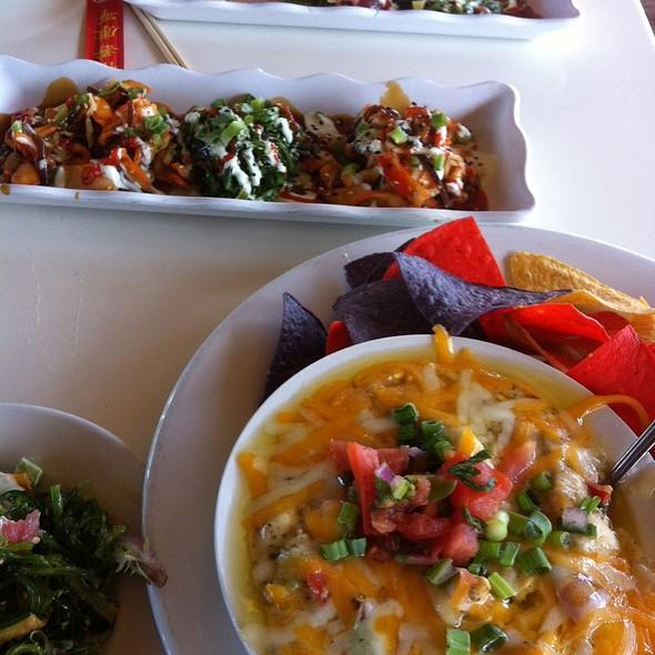 Seafood Nachos, Calamari Seaweed Sald
