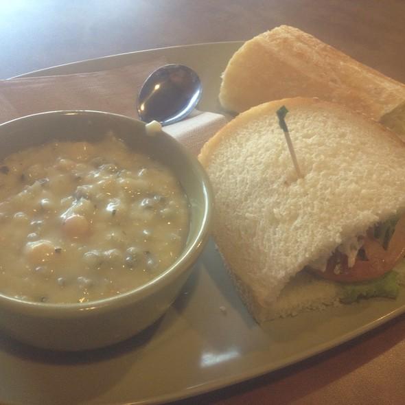 Napa Almond chicken Salad Sandwich @ Paneras