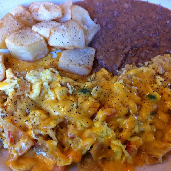 Chilaquiles @ Taco Taco Cafe