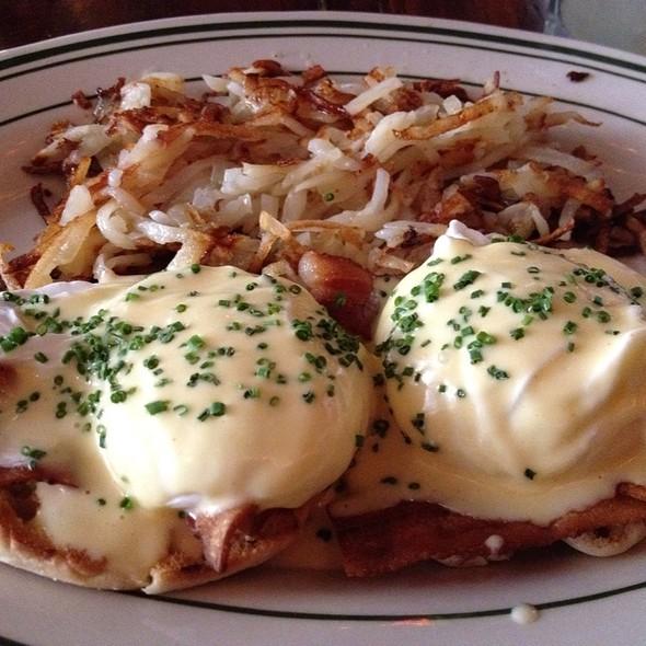Eggs Benedict @ Khyber Pass Pub