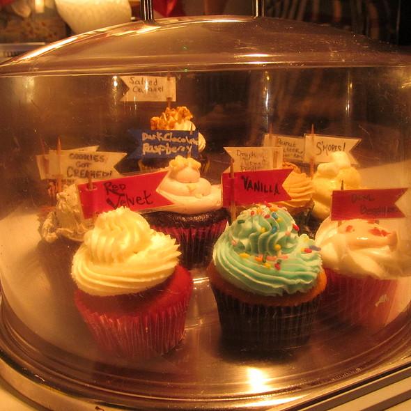 Cupcakes @ The Yum Yum Cupcake Truck