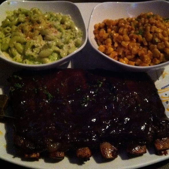 Ribs With Chipotle Corn And Green Chile Mac N Cheese