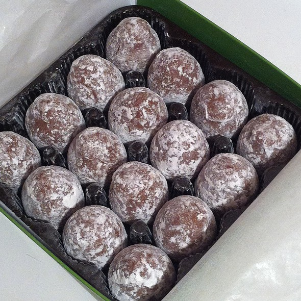 Champagne Truffles @ Teuscher Chocolate of Switzerland