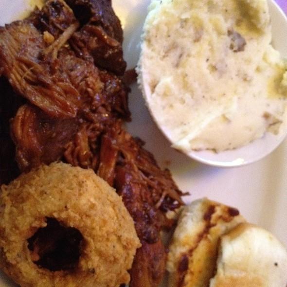 Pulled Pork Dinner @ Texas Roadhouse