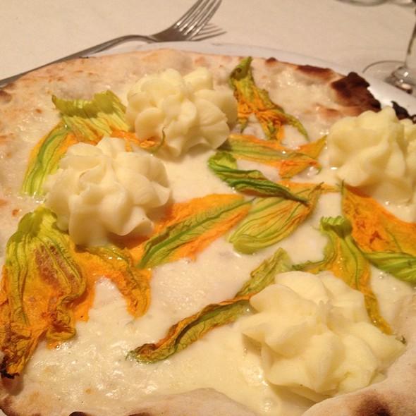 Pizza Delicata Fiori @ Mangiafuoco Ristorante e Pizzeria