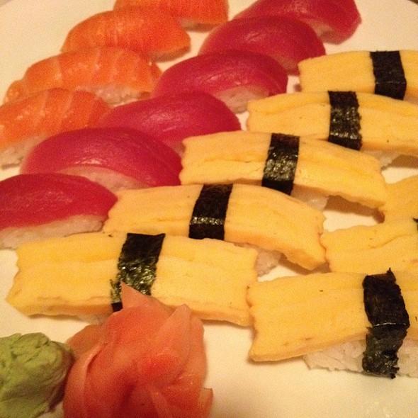 Sushi: Salmon, Tuna, Tomago @ Taipei Tokyo