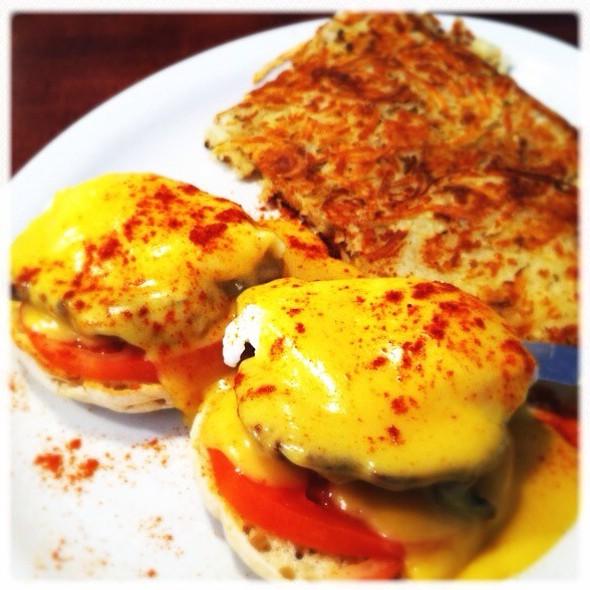 Uptowner Eggs Benedict @ The Uptowner Cafe