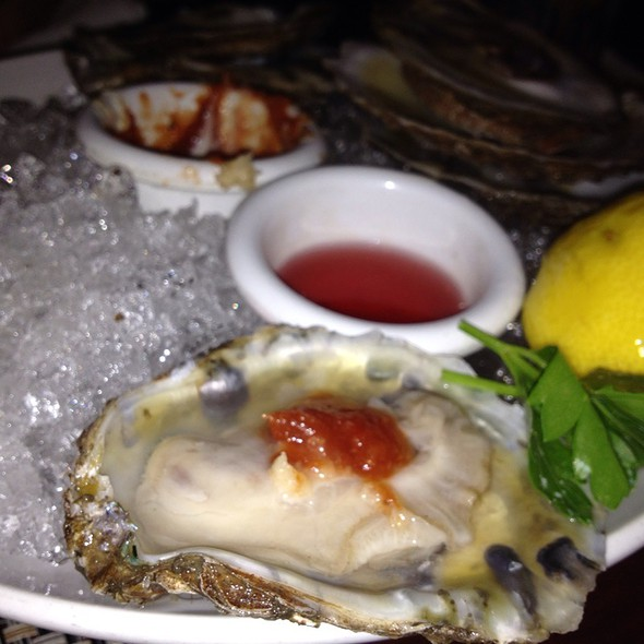 Oysters and Clams on the Half Shell @ Harry's Oysters Bar