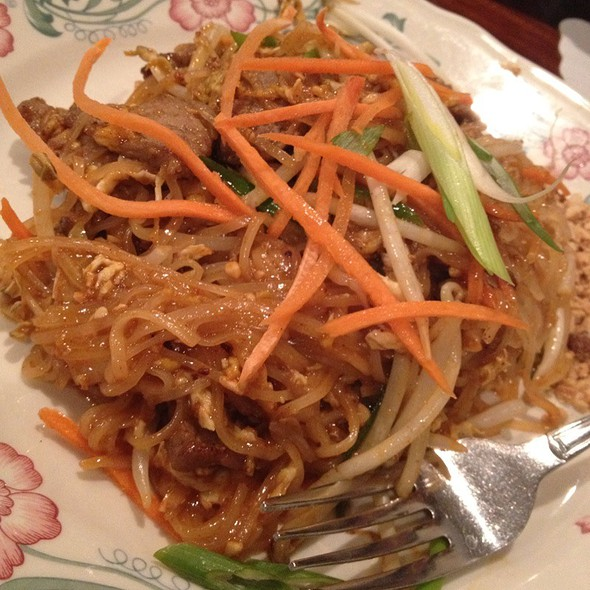 Pad Thai With Beef @ Lotus of Siam