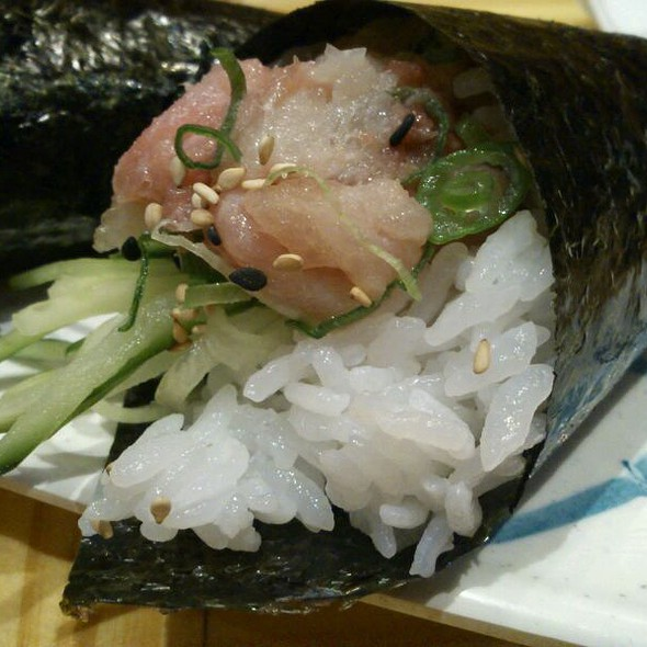 Yellowtail Handroll @ Rock And Roll Sushi
