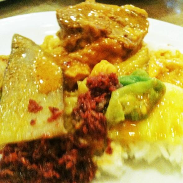 Kare Kare @ Goldilocks Restaurant & Bakeshop