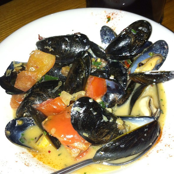 Steamed Mussels @ Tapa the World