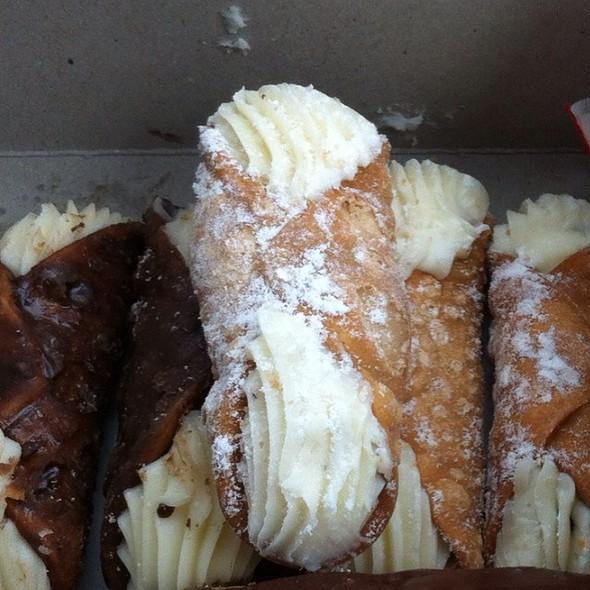 Mini Cannolis @ Rockland Bakery