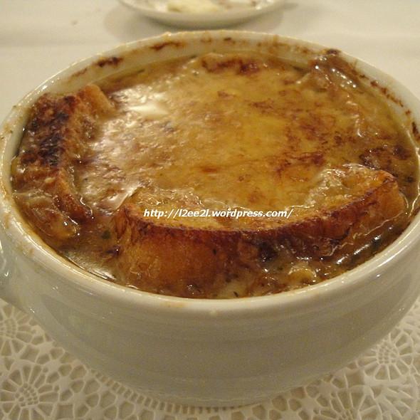 Maui Onion Soup Gratinée