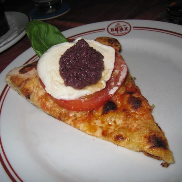 Pizza Caprese @ Pizzaria Bráz