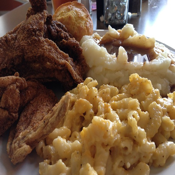 fried chicken @ Mama Lee's Soul Food