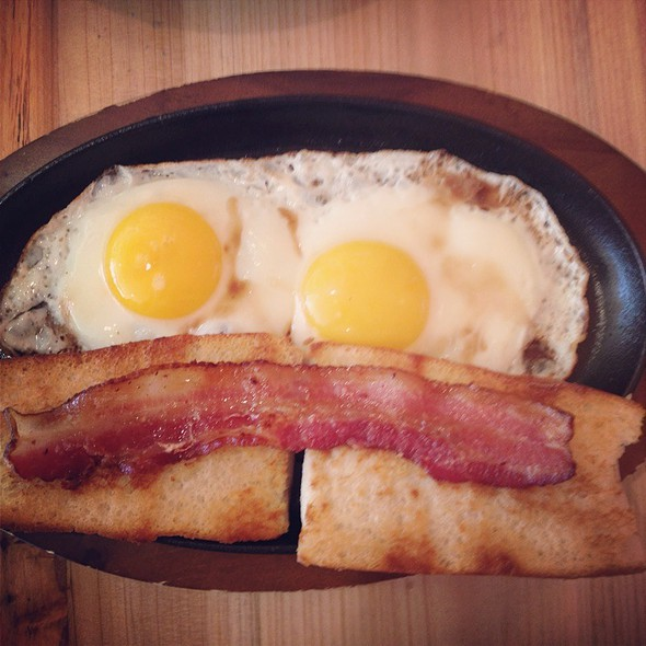 Sizzling Eggs With Toast @ Abricott