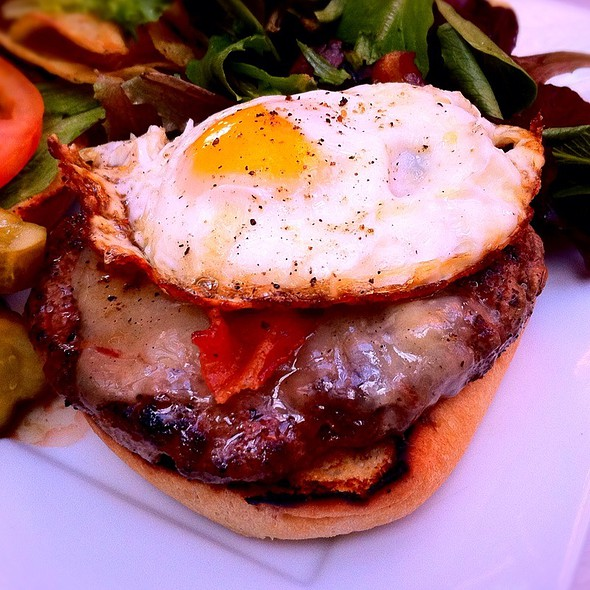 Evan's Farm Brunch Burger (Close Up) @ Bolsa