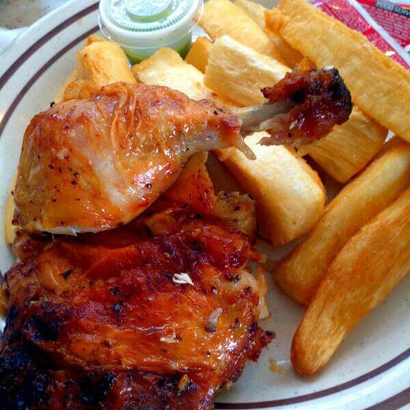 Pollo asado con yuca
