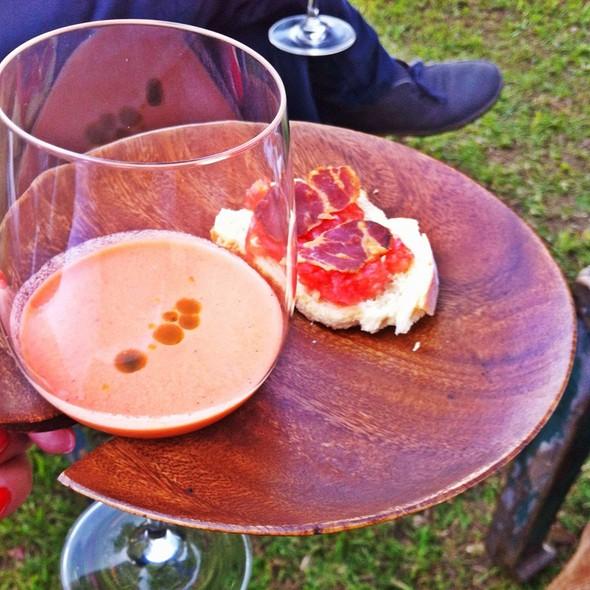 Menú Degustación: Gazpacho Con Fresas Del Huerto Y Pan Tomaca Con Copa Tostada