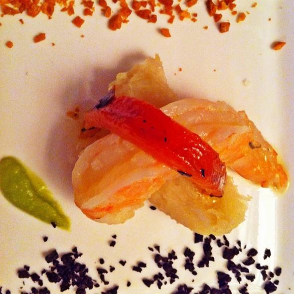 Menú Degustación: Langostino Marinado En Mantequilla De Jengibre, Puré De Ocumo Y Tostado De Ajo