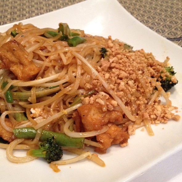 Veggie Pad Thai - Thaiphoon Restaurant, Palo Alto, CA
