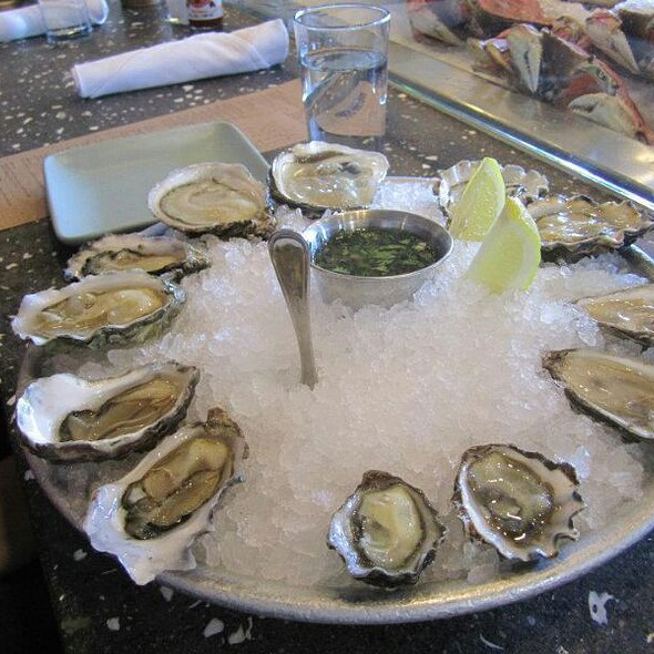 12 Oyster Sampler @ Hog Island Oyster Co.