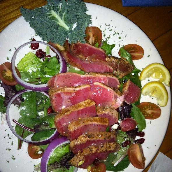 Ahi Tuna Salad @ Pelicans