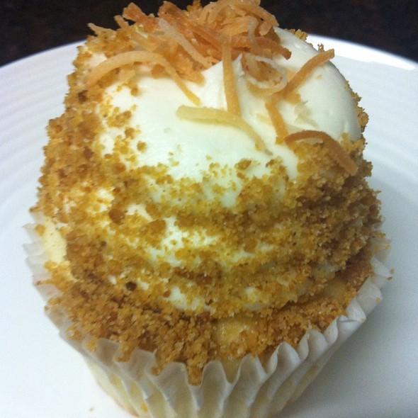 Coconut Cream Cupcake @ Gigis Cupcakes