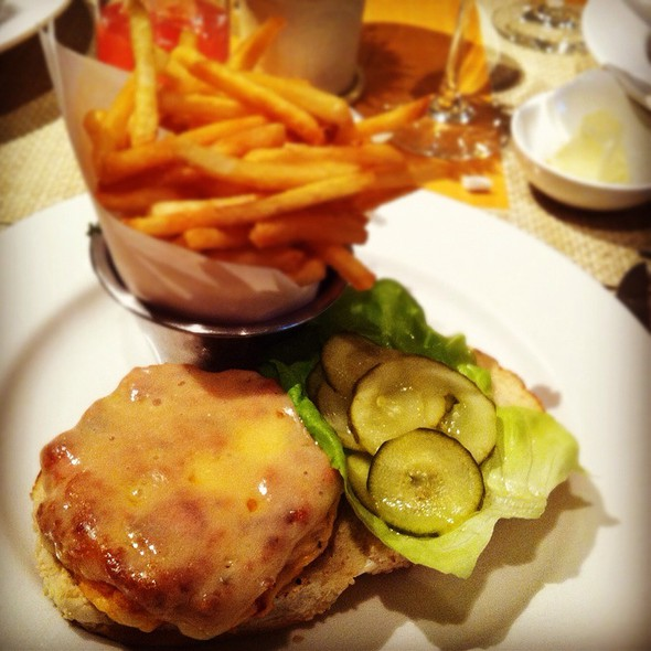 Lobster Burger @ Nougatine at Jean Georges