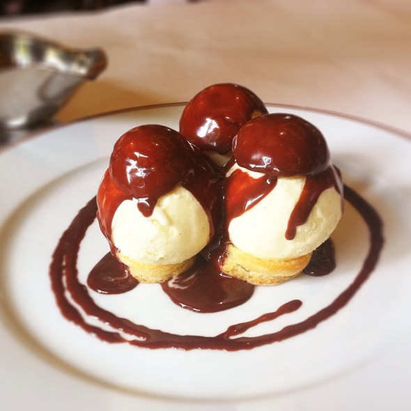 Profiteroles with Vanilla Ice Cream And Chocolate Sauce