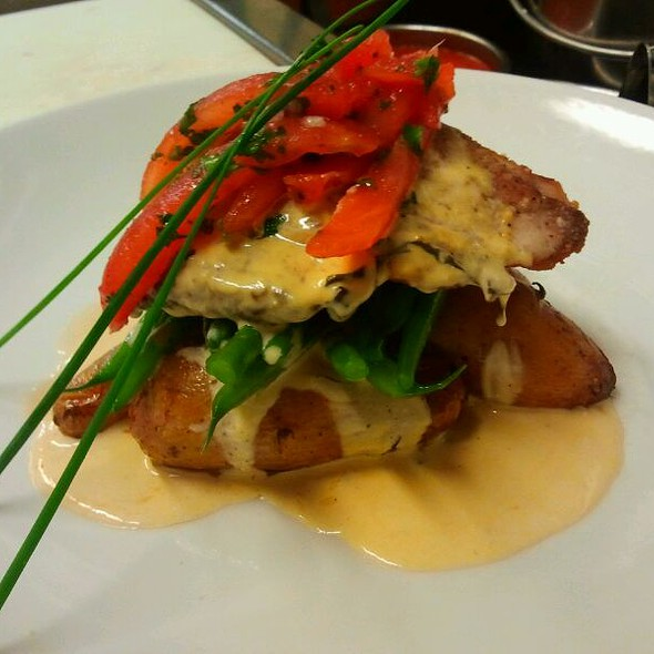 Pan Seared Mahi w/ Tomato Basil Cream Sauce @ Louie's Backyard