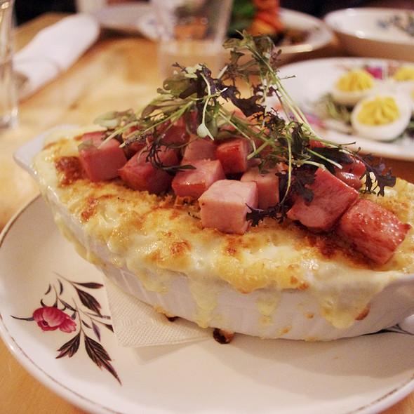 Mac And Cheese With Ham @ The Gabardine