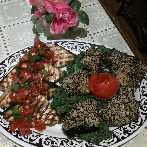 Seasame Seared Ahi Tuna & Grilled Swordfish @ Annie's Vintage Gourmet Market