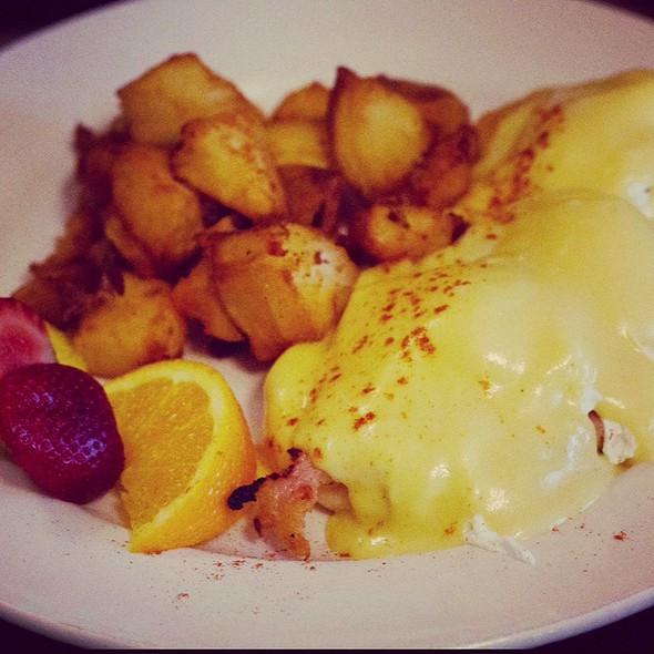 Eggs Benedict @ The Bus Terminal Family Restaurant