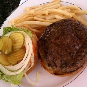 Burger with Tomato, Onion and Lettuce